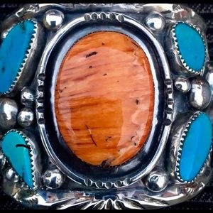 Huge Silver Spiny Oyster Turquoise F, Gomez Cuff